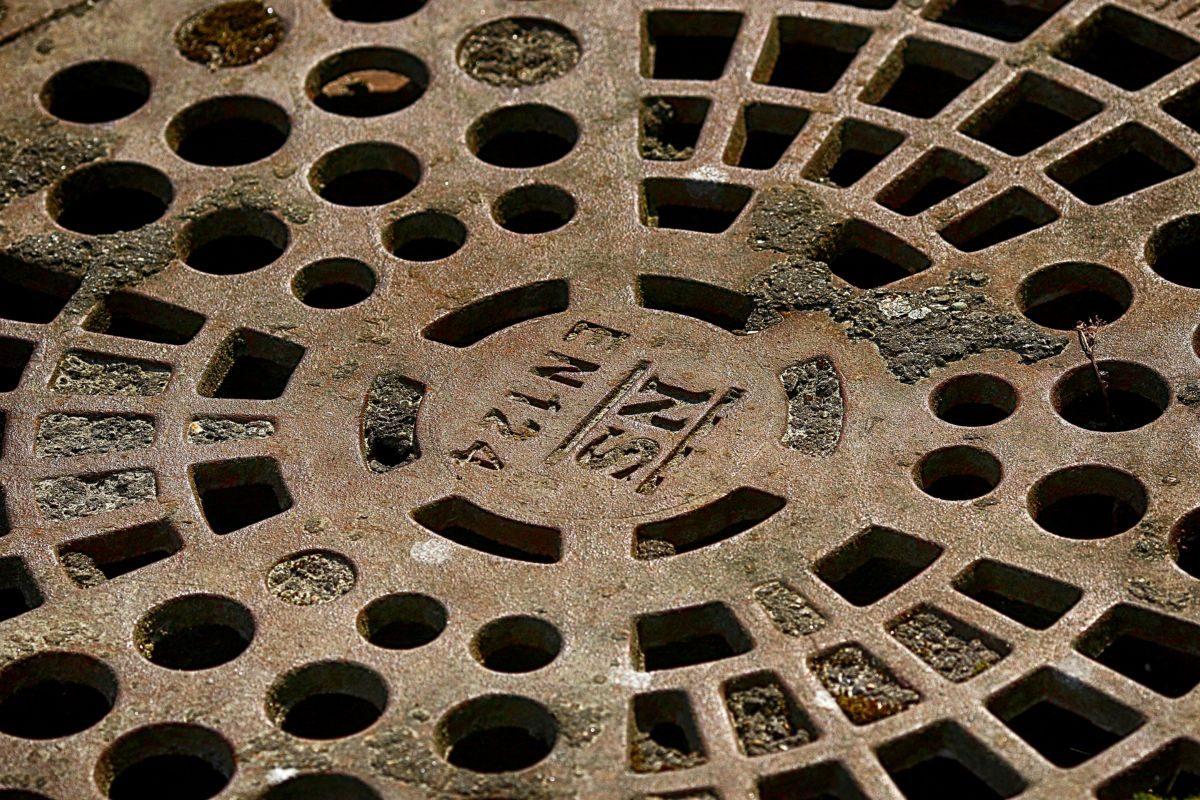 emergency manhole drain repairs